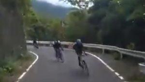 ロードバイクが交通ルールを無視して危険な走行!免許制にしろとの声